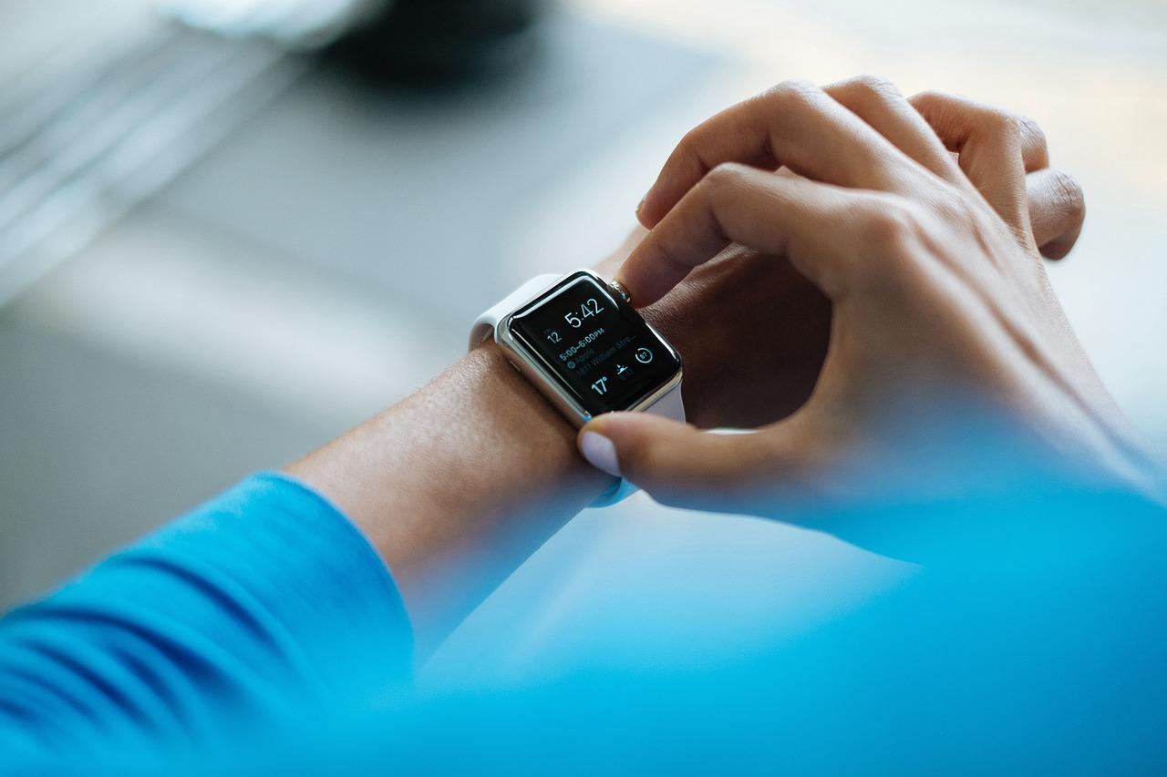 smartwatch-828786_1280